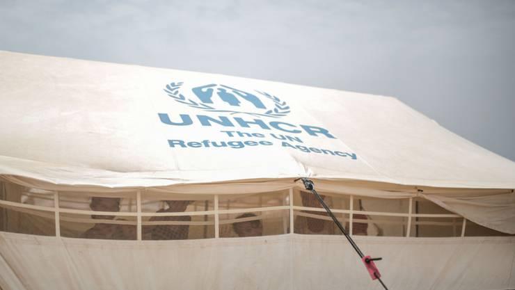Blick auf ein Zelt des UNO-Flüchtlingswerks UNHCR. Die Hilfsorganisation baut unter anderem zwei Flüchtlingslager im Norden Kirkuks für insgesamt rund 21'000 Menschen auf. (Symbolbild)