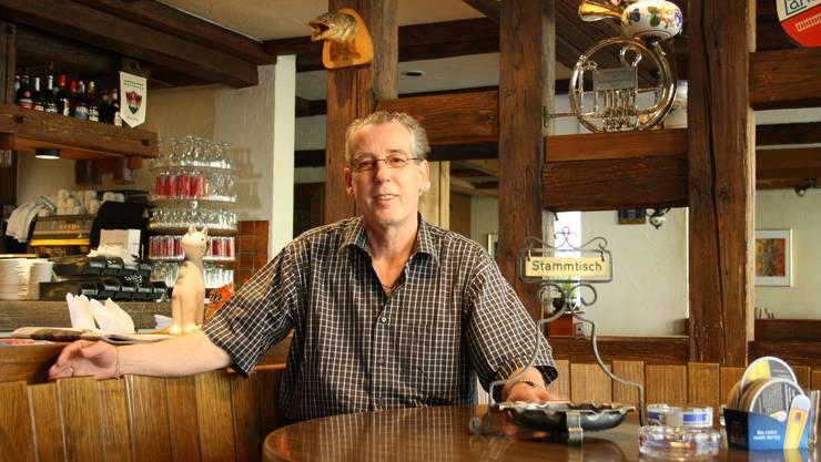 Gastro Muri-Präsident Werner Gerber am Stammtisch des Restaurant Rebstock. (sha)