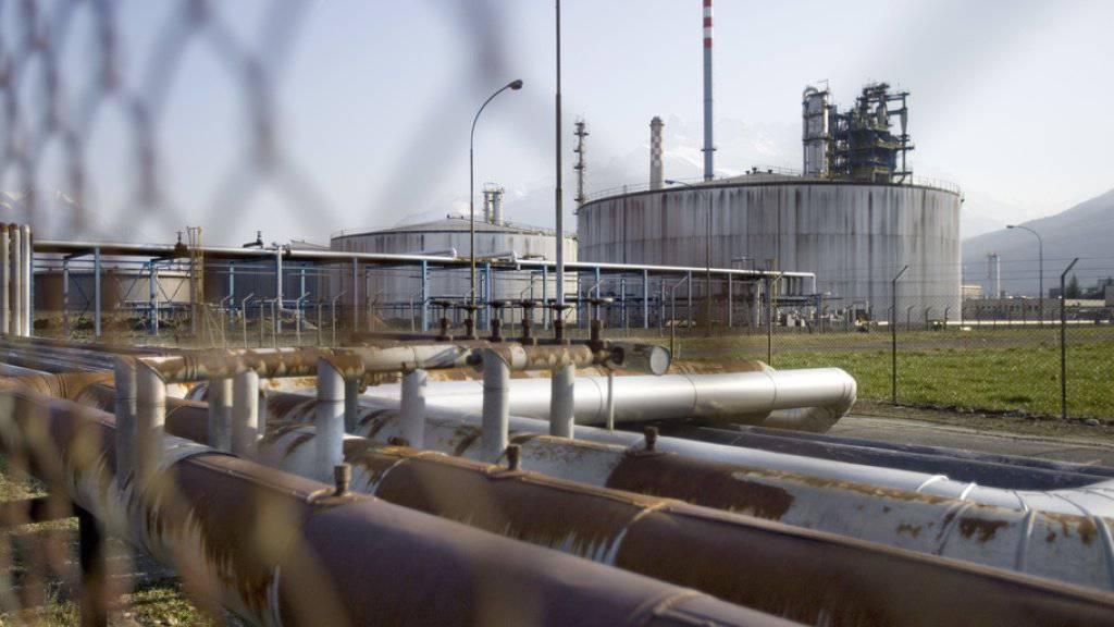 Rückbau ab 2020: Die Raffinerie in Collombey-Muraz war eine von zwei Schweizer Raffinerien und verarbeitet Rohöl zu verschiedenen Treibstoffen wie Benzin und Diesel sowie zu Heizöl. (Archivbild)
