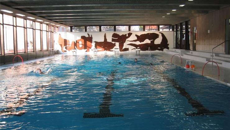 Die Schwimmhalle mit 25-Meter-Becken beim Schulhaus Zentrum.
