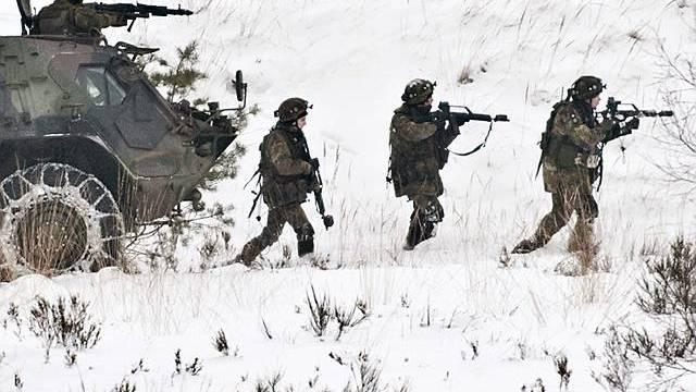 Merkel ändert ihre Strategie für Afghanistan, im Bild Bundeswehrsoldaten bei einer Übung (Archiv)