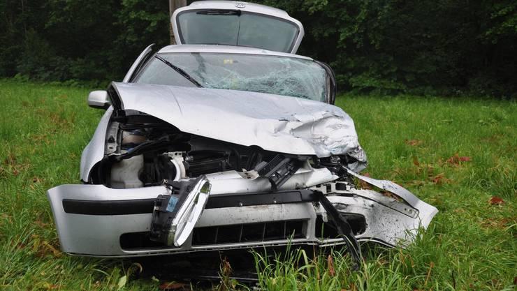 Die Lenkerin des VW verletzte sich schwer.