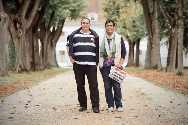 Mit ihrem Verein «Freie Anti-SC-Aktivisten» reisen Beat Künzi und Yolanda Sandoval durch die Schweiz, den Scientologen auf der Spur.
