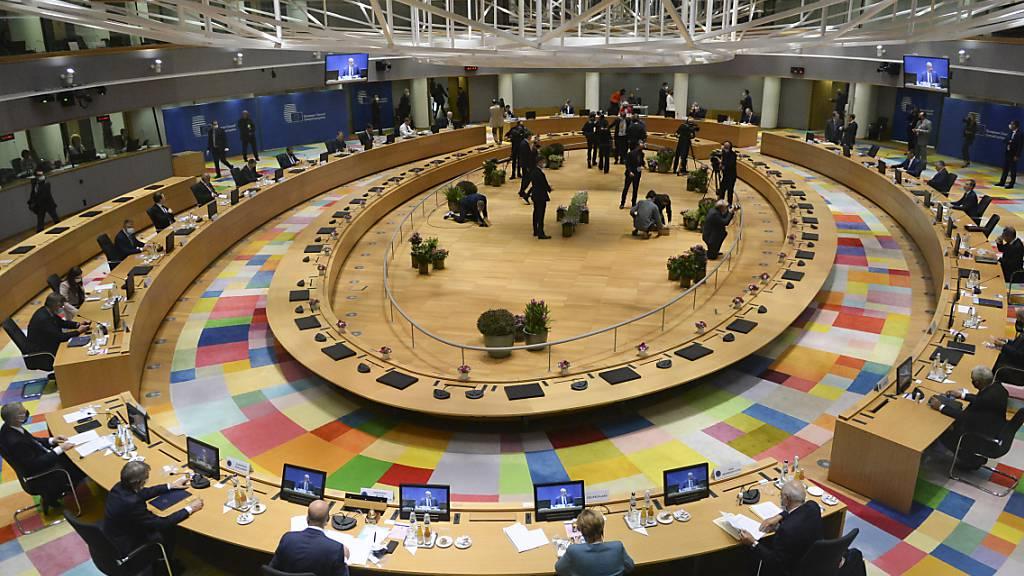 Überblick über das Rundtischgespräch beim EU-Gipfel im Gebäude des Europäischen Rates. Foto: Johanna Geron/Reuters Pool via AP/dpa