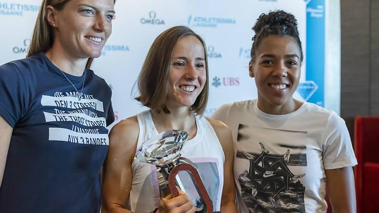 Lea Sprunger (links), Selina Büchel und Mujinga Kambundji posieren fürs Foto.