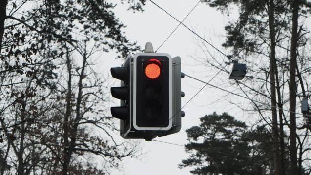 Die Kreuzung, bei der es zum Unfall kam, war mit einem Lichtsignal geregelt. (Archiv)