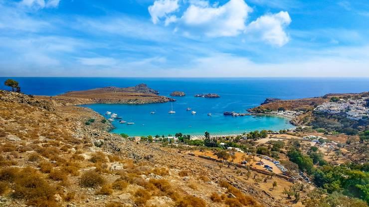 Rhodos gehört zur Inselgruppe der Dodekanes im Osten der Ägäis. Aus der Schweiz dauert der Flug ca. 3 Stunden.