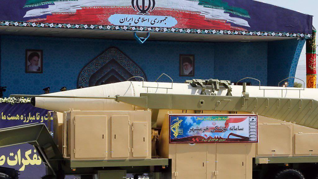 Neue Mittelstreckenrakete getestet: Erst am Tag zuvor hatte das iranische Militär die Choramschahr an einer Parade präsentiert.