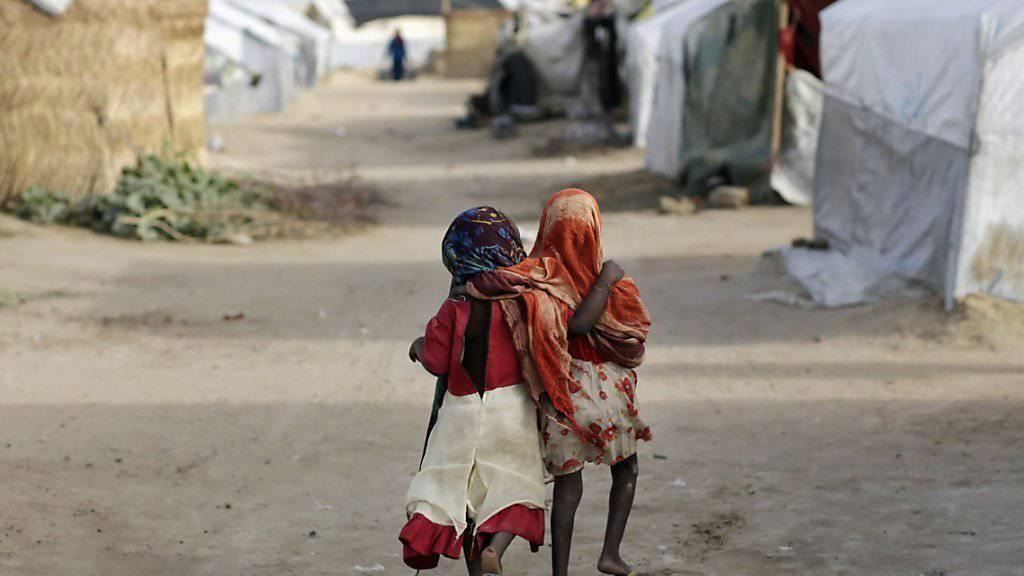 Im Flüchtlingslager statt im Unterricht: Mehr als 2000 Schulen in Nigeria und den Nachbarländern mussten wegen Boko Haram schliessen. (Symbolbild)