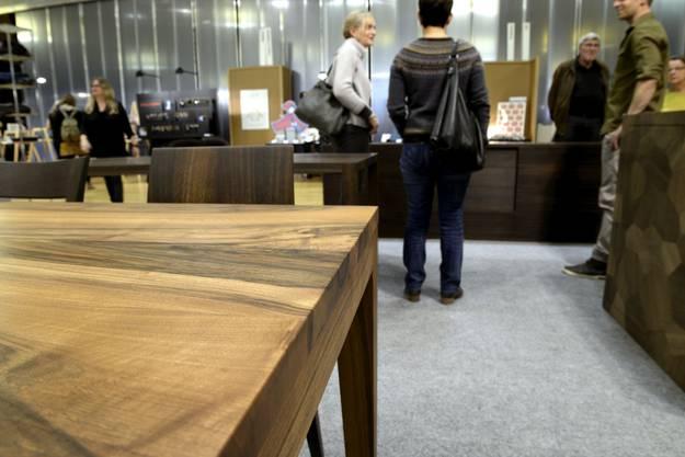 Tisch mit schlichte Form und edler Verarbeitung