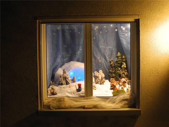 Am Rüestelweg in Gipf-Oberfrick hat Silvia Hediger ihr Fenster geschmückt.