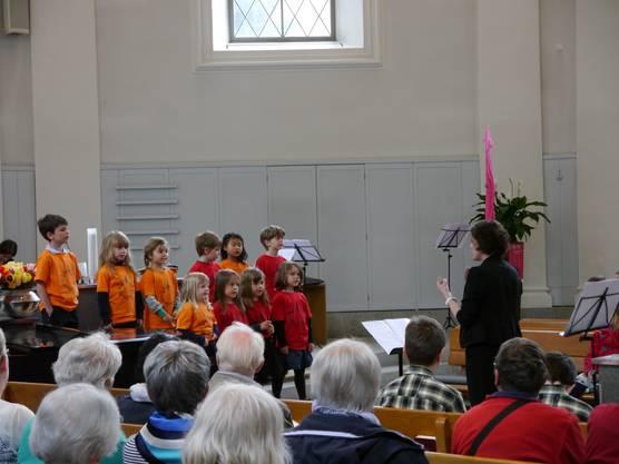 Vor vollem Haus zeigten die Kindergarten-Kinder ihre Singkünste
