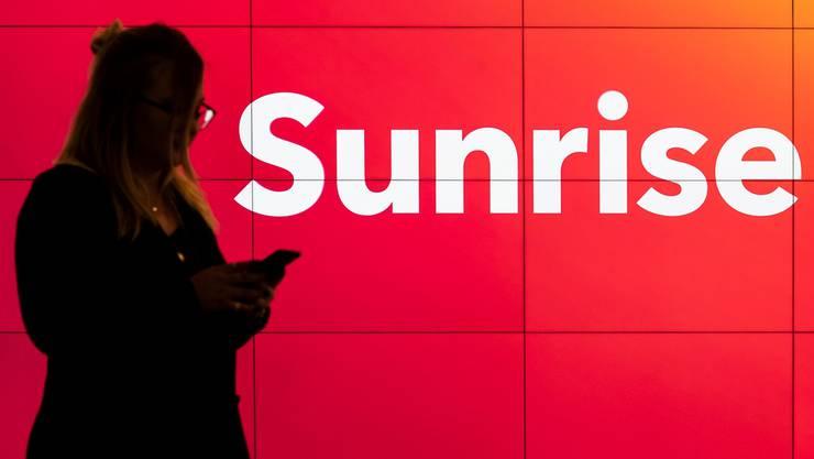 Was ändert sich für sie? Eine Kundin in einem Sunrise-Shop.
