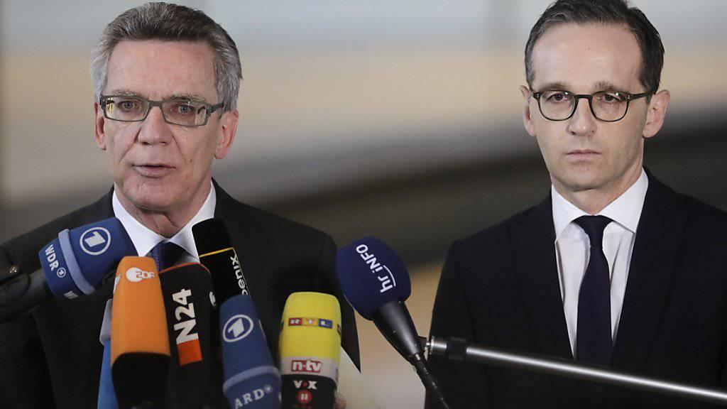 Der deutsche Innenminister Thomas de Maiziere und Justizminister Heiko Maas informieren über die geplante neue Abschiebepraktik für kriminelle Ausländer.