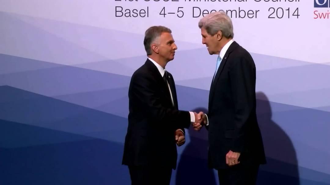 OSZE-Ministertreffen: Bundesrat Dider Burkhalter begrüsste über 50 Aussenminister aus der ganzen Welt persönlich. Der erste Tag steht im Zeichen der Ukraine-Krise