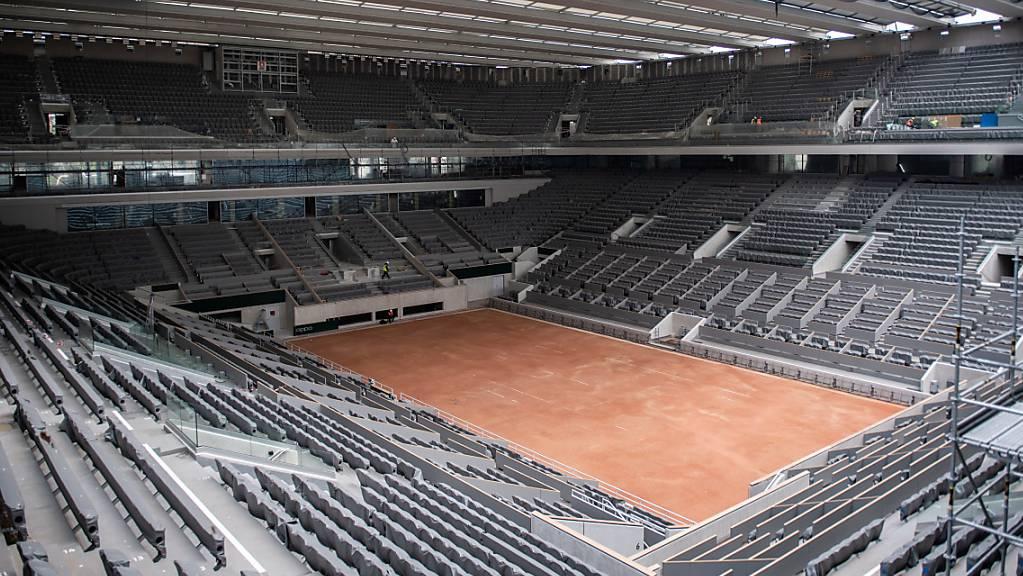 Der Court Philippe Chatrier hat in den letzten Monaten ein Dach bekommen, muss aber in diesem Jahr mit deutlich weniger Zuschauern auskommen