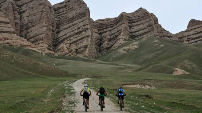 Die Landschaft Kirgistans ist ein Traum für jeden Velofahrer. Foto: Andrea Freiermuth