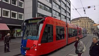 Ein Tram der Linie 8 blockierte am Montagnachmittag die Haltestelle Bankverein. Bild Twitter/Daniel Seiler