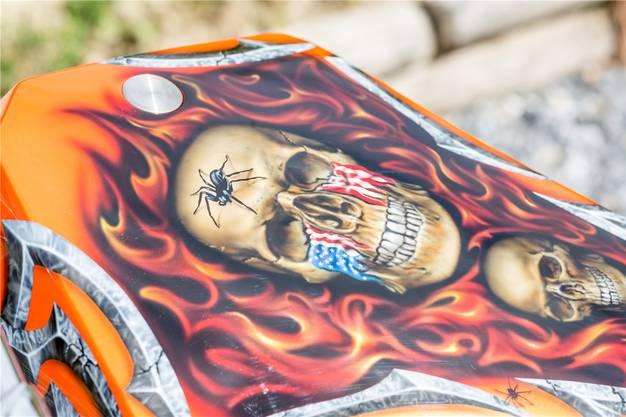 «Dreams in Colors» heisst der Airbrush-Künstler, der die Harley besprüht hat.