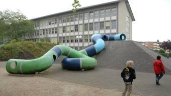 Das Schulhaus Schibler soll noch bis 2014 saniert werden und einen Anbau erhalten. Foto: Walter Schwager