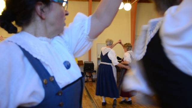 Die Trachtengruppe Schinznach-Dorf bei der wöchentlichen Probe.