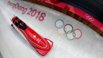 Der Schweizer Viererbob verpasst Olympia-Bronze um 0,21 Sekunden.