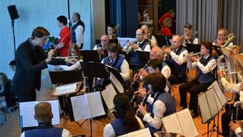 Neuuniformierung des Musikvereins und 6. Aargauischer Musiktag im Reusstaldorf