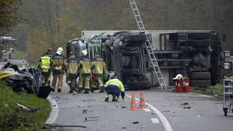 Die Feuerwehr Surbtal war beim Verkehrsdrama auf der Strecke zwischen Endingen und Lengnau im Einsatz.