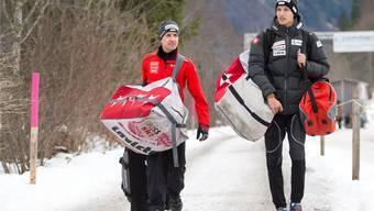 Simon Ammann hat an den Folgen seines Sturzes im letzten Winter noch schwer zu tragen – wie hier vor dem gestrigen Training in Engelberg. Keystone