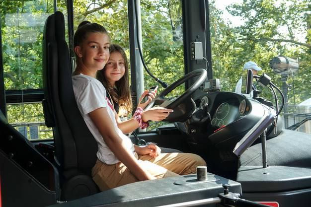 Bald geht der erste Elektrobus in Betrieb.Der 8. Mobilitätstag in Baden zeigt: Fahren mit Strom stösst auf zunehmendes Interesse.