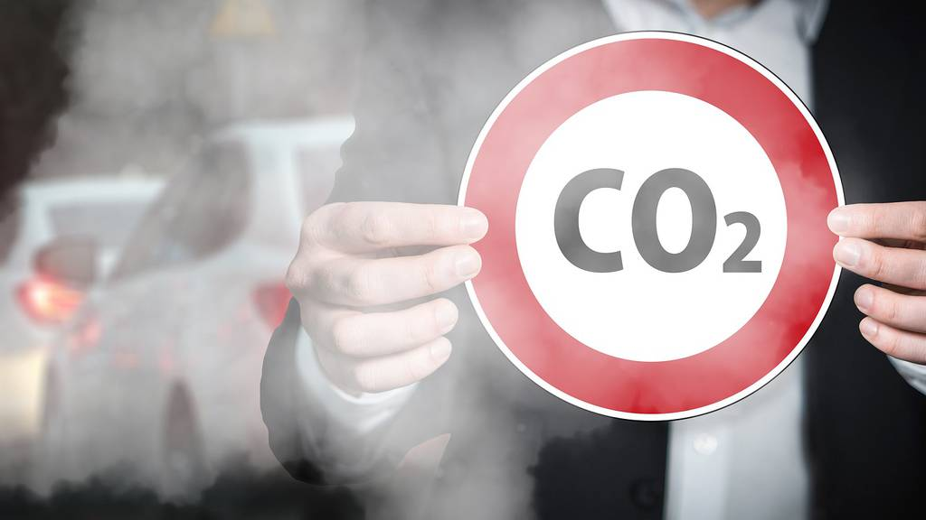 Angst vor höheren Benzinpreisen statt steigenden Temperaturen