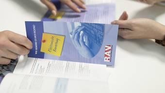 Rund 13'000 Arbeitslose und Stellensuchende mussten im Juni für eine Beratung die Regionalen Arbeitsvermittlungszentren (RAV) aufsuchen. (Archivbild)
