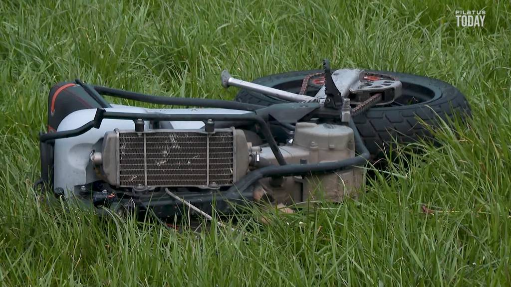 Motorradfahrer verunglückt bei Überholmanöver tödlich