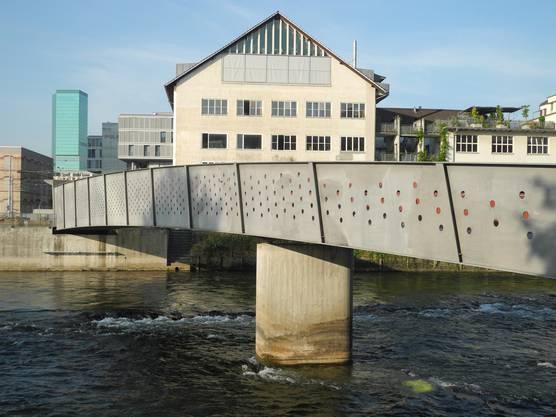 Der Ampère-Steig ist ein junges Beispiel für eine Brücke über die Limmat