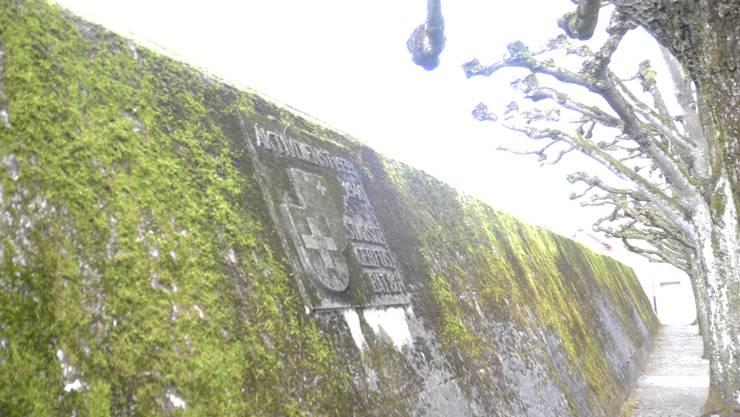 Stadtmauer aus dem Zweiten Weltkrieg
