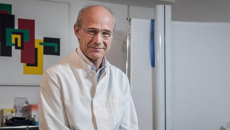 «Was tun, wenn jemand kein Geld hat? Dem Patienten sagen, er solle zuerst den Bancomaten aufsuchen?», fragt Jürg Lareida, Präsident des Aargauischen Ärzteverbands.
