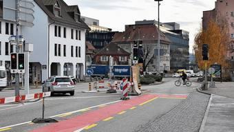 Statt Richtung Dulliken biegen Autofahrer vor der Abzweigung in die Busspur ein und fahren verbotenerweise Richtung Aarburg.