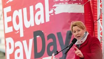 Die deutsche Familienministerin Franziska Giffey fordert am Equal Pay Day gleiche Löhne für Mann und Frau. Laut einem Bericht der Nichtregierungsorganisation Equal Measures erreicht kein Uno-Mitgliedstaat bis zum Jahr 2030 eine Gleichstellung der Geschlechter. (Symbolbild)