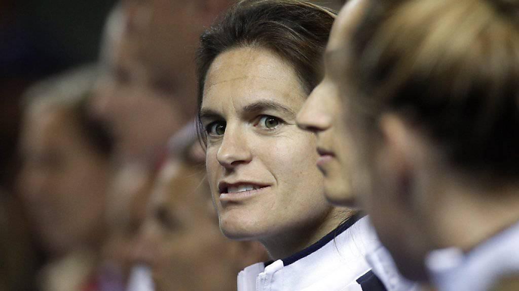 Amélie Mauresmo (hinten) ist schwanger und hört als Fedcup-Captain auf