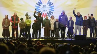 Die Eröffnungszeremonie zur Ski-WM in St. Moritz mit Bernhard Russi (3. von rechts) und Vreni Schneider (r.).