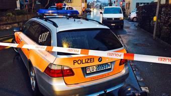 Die Frau wurde mit einem unbekannten Gegenstand tödlich verletzt.