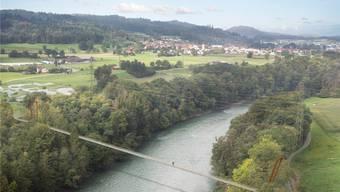 So hätte die Hängebrücke zwischen Stetten (rechts) und Nesselnbach ausgesehen. Doch daraus wird nichts: Das Baugesuch wurde abgewiesen. Dem Vorhaben stehen natur- und landschaftsschützerische Interessen entgegen.zvg/Visualisierung