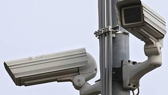 Die Stadt darf nicht wahllos und beliebig Kameras aufstellen. Jede vom Stadtrat vorgesehene Videoüberwachung muss von der kantonalen Stelle für Datenschutz und Öffentlichkeit bewilligt werden. (Symbolbild)