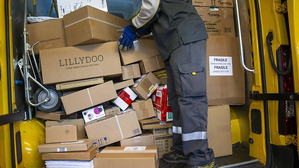 Post setzt wegen Black Friday-Paketflut auf zusätzliche Angestellte