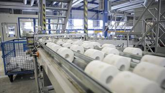 Trotz riesigem Absatz von WC-Papier in der Corona-Zeit will Kimberly-Clark sein Werk in Niederbipp verkaufen oder schliessen. Die Gemeindebehörden von Niederbipp, Oensingen und Balsthal sind bestürzt.