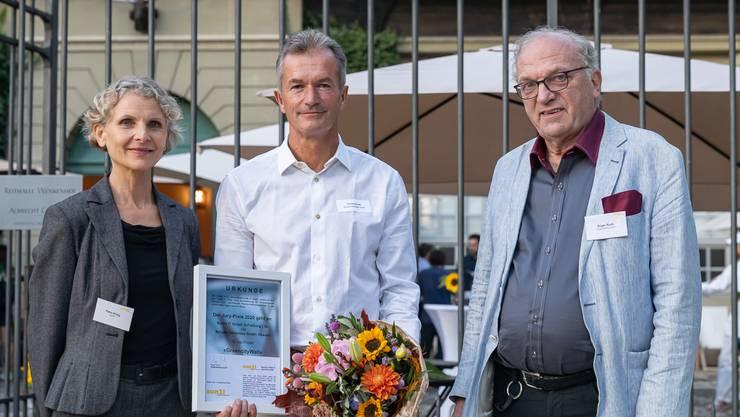 Von links nach rechts: Petra Hirsig-Geiger, Geschäftsführerin sun21; Thomas Schulte, Gewinner Faktor-5 Jury-Preis 2020, Roger Ruch Vizepräsident sun21