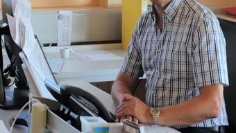 Lange kann er sein neues Büro im Schulzentrum nicht geniessen: Schulleiter Heinz Leuenberger (65) geht im Herbst in Pension.