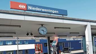 Der Bahnhof Niederweningen ist eine wichtige Verkehrsachse in der Region.