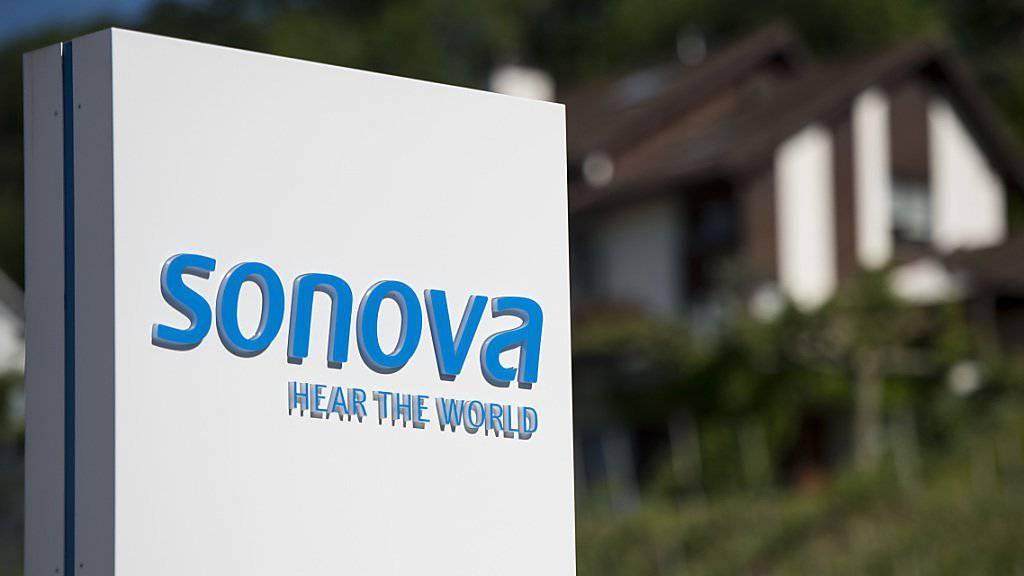 Beim Hörgerätehersteller Sonova drückt der starke Franken auf die Umsätze.