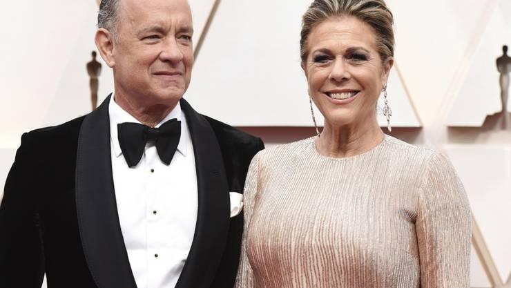 US-Schauspieler Tom Hanks und seine Frau Rita Wilson sind nach ihrem Spitalaufenthalt wegen ihrer Covid-19-Infektion wieder in ihrem Haus in Australien - doch die Symptome machen den Beiden noch zu schaffen. (Archivbild)